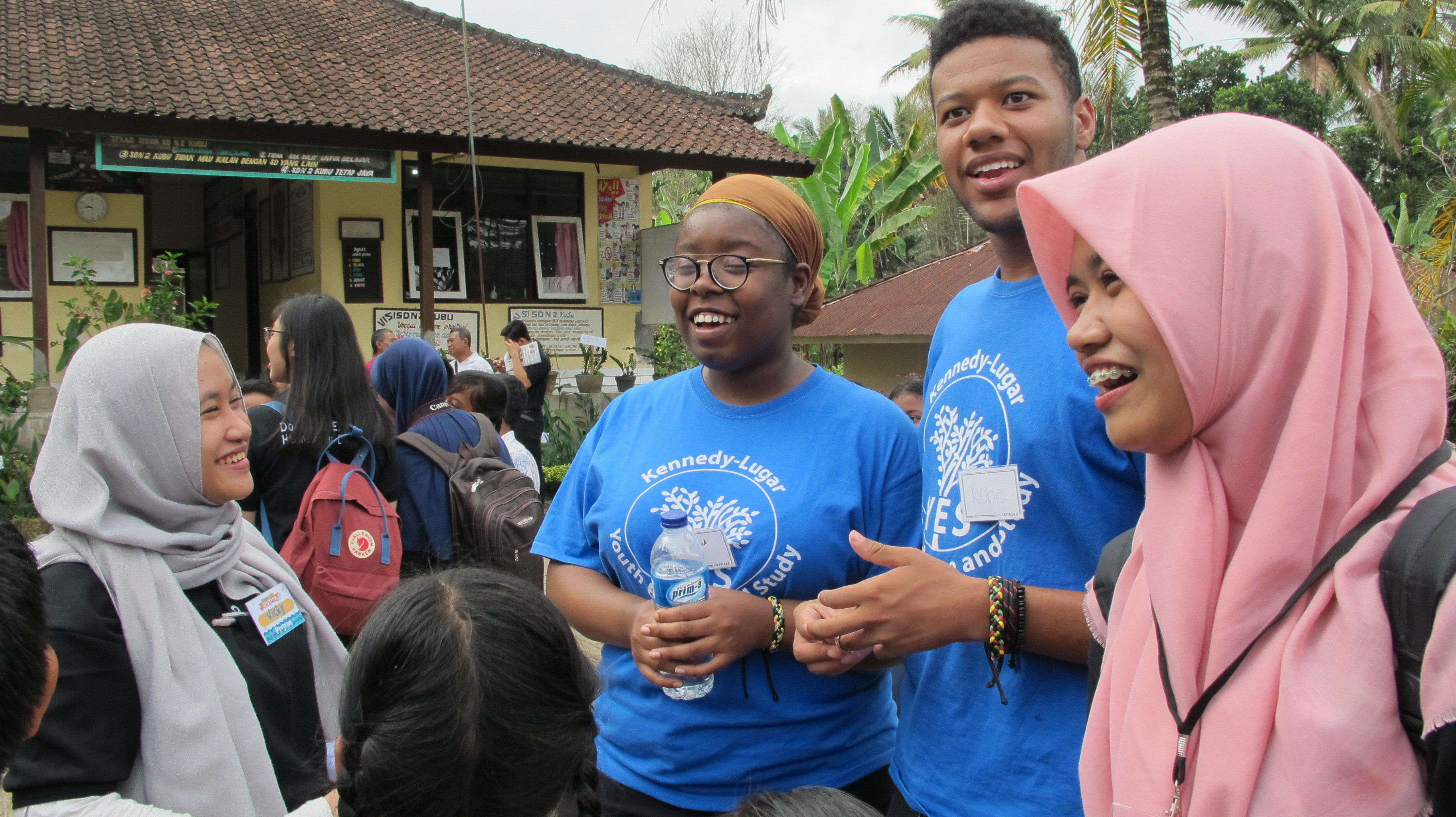Ina Brantley Keauna And Cherry Jakobe Volunteering At Local Elementary School