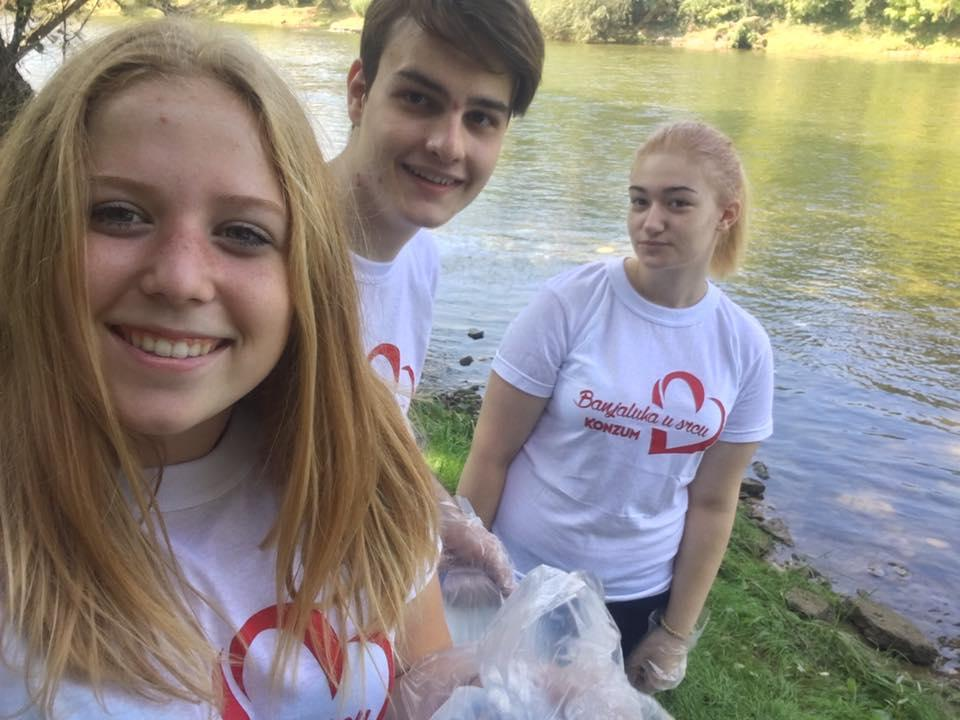 Tana Cleaning Up River Vrbas With Friends From School